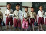 siswa-sekolah-di-pedalaman-kalbar_20170328_111244.jpg