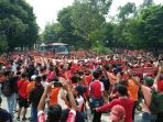 skuat-persija-disambut-fans-di-stadion-manahan-solo_20171103_142752.jpg