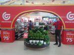 staff-matahari-department-store-kepri-mall.jpg