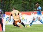 striker-napoli-victor-osimhen-kanan-mencetak-4-gol-dalam-kemenangan-napoli-12-0.jpg