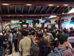 suasana-antrean-penumpang-di-terminal-2-bandara.jpg