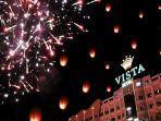 suasana-pesta-kembang-api-menyambut-tahun-baru-di-crown-vista-hotel.jpg