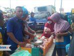 suasana-traksaksi-jual-beli-di-pasar-sembako-murah-di-bengkong_20180607_131635.jpg