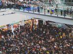 suasana-unjuk-rasa-di-bandara-hongkong.jpg