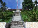 tangga-menuju-kantor-camat-siantan-timur_20151213_203230.jpg