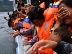 tangis-keluarga-korban-kapal-tenggelam-di-danau-toba_20180703_132119.jpg