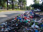 tepi-jalan-yos-sudarso-berubah-fungsi-jadi-tempat-sampah.jpg