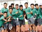 timnas-u-19-indonesia-berfoto-usai-jalani-latihan_20170905_073902.jpg