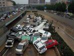tumpukan-mobil-pasca-banjir-china.jpg