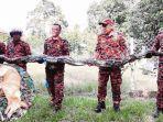 ular-piton-sepanjang-6-meter-melilit-anjing-piaraan-inzet-warga-di-serawak.jpg