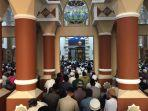 ustaz-abdul-somad-isi-tausiah-jumat-subuh-di-masjid-baiturrahman-karimun.jpg