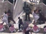 video-detik-detik-khatib-jumat-di-masjidil-haram-diserang-orang-tak-dikenal.jpg