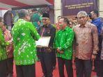 walikota-tanjungpinang-menerima-penghargaan_20161124_235827.jpg