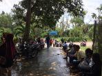 warga-mendatangi-kantor-pelni-di-kecamatan-sekupang-batam.jpg