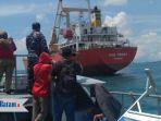 wfqr-iv-dan-lanal-batam-tangkap-dua-kapal-transfer-beras-ship-to-ship_20180517_140638.jpg