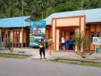 wisatawan-asing-saat-mengunjungi-kantor-desa.jpg