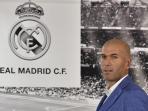 zinedine-zidane-ditunjuk-jadi-pelatih-real-madrid_20160105_075434.jpg