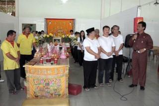 Foto-Foto Wagub  Melayat Orangtua Asmin dan Saptono - Wagub_diacara_Pemakaman_Ortu_Asmin_dan_Saptono3.jpg