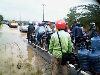 Jalan Seibinti Batuaji  Digenangi Air Hingga Sepinggang - IMG0469A.jpg