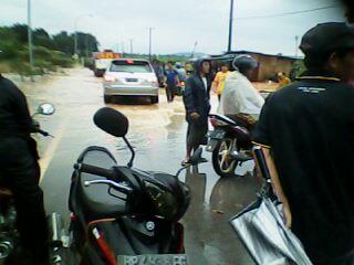 Jalan Seibinti Batuaji  Digenangi Air Hingga Sepinggang - IMG0470A.jpg