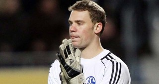 Neuer Pernah Kalahkan Rooney di Piala Dunia 2010