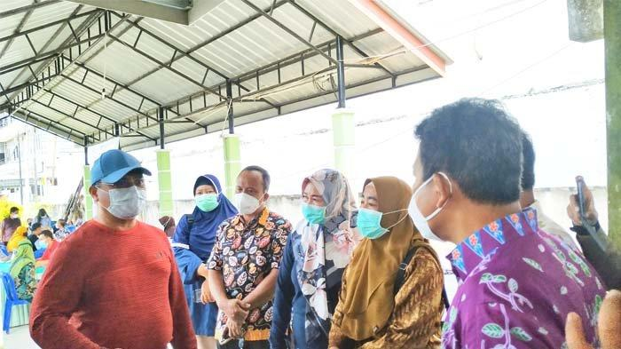 Jawab Kritik Gubernur, Kadinkes Belitung Percepat Vaksinasi Covid-19 Hingga Prioritaskan Lansia - 20210313_gubernur-erzaldi-tinjau-vaksinasi-di-puskesmas-tanjungpandan-03.jpg
