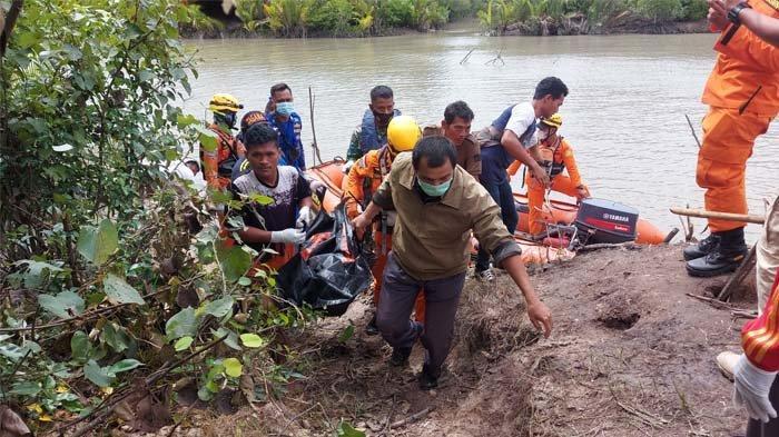 Jenazah Sudianto saat dievakuasi setelah dicari selama dua jam, Kamis (1/4/2021).