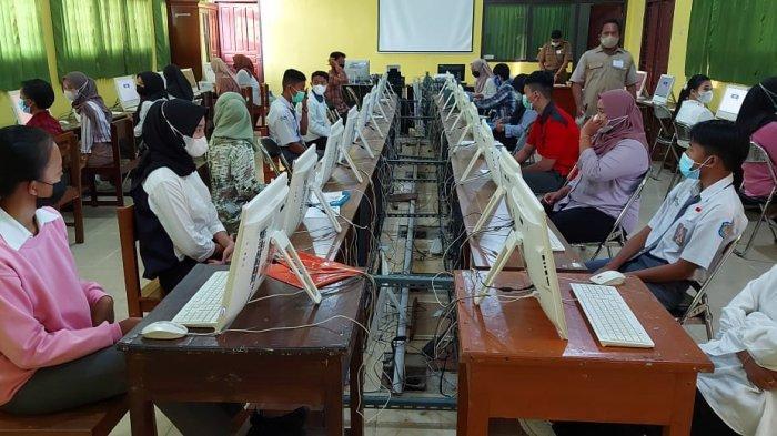 Hari Pertama UTBK-SBMPTN UBB di SMKN Tanjungpandan di Belitung, Enam Peserta Tidak Hadir