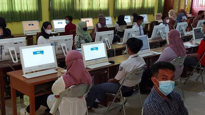 Pelaksanaan Ujian Tulis Berbasis Komputer (UTBK)-SBMPTN Universitas Bangka Belitung (UBB), Senin (12/04/2021) di Pulau Belitung dipusatkan di SMK Negeri 1 Tanjungpandan