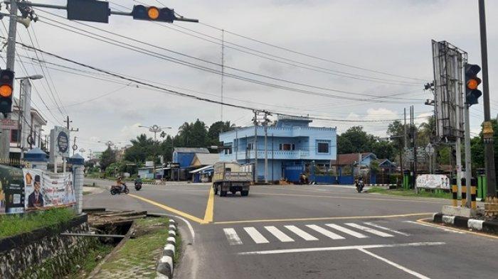 Sempat Padam Disambar Petir, Traffict Light Perempatan Rumah Adat Kembali Normal