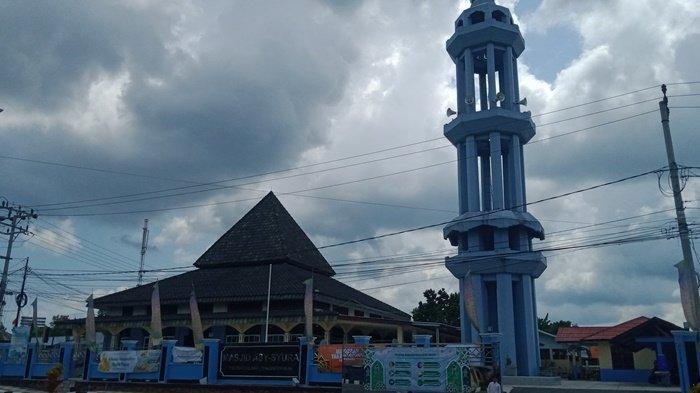 Masjid Asy-Syura Pangkallalang, 41 Tahun Bertahan Pada Bangunan Lama dengan Menara Setinggi 25 Meter