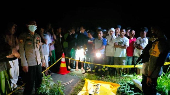 Penemuan mayat dengan sejumlah luka di pinggir Jalan Desa Kota Kapur Kecamatan Mendobarat Kamis (22/4/2021)