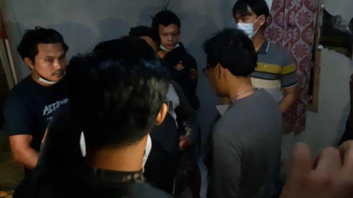 Jenazah Pemuda di Pinggir Jalan, 4 Teman Korban Dijemput Polisi