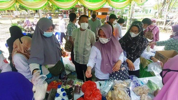 Tinjau Pasar Murah di Manggar, Bupati Sebut Penerapan Protokol Kesehatan Masih Jadi PR