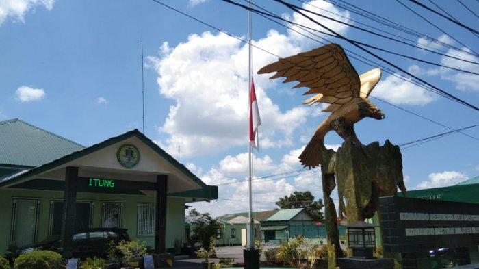 Bela Sungkawa Gugurnya Awak KRI Nanggala 402, Kodim 0414 Belitung Kibarkan Bendera Setengah Tiang
