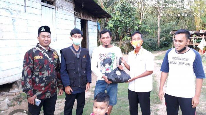 Jelang Milad ke-89 Tahun, Pemuda Muhammadiyah Belitung Timur Bagi-bagi Sembako