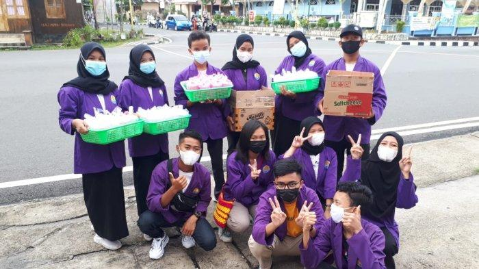 SMK Negeri 3 Tanjungpandan Penduli Sesama Bagi-bagi Takjil