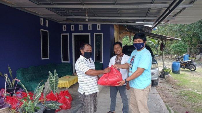 Magnet Dollar Belitung Bagikan Ratusan Paket Kebutuhan Pokok