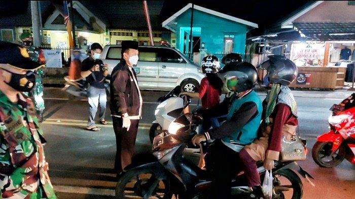 Bupati Burhanudin saat beraksi di tengah jalan depan Asoka Manggar, Sabtu (8/5/2021) malam.