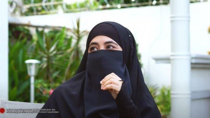 Terungkap Alasan Umi Pipik Jaga Rahasia 2 Istri Mendiang Uje, Umi Cuma Sebut Ada Wanita Publik Figur