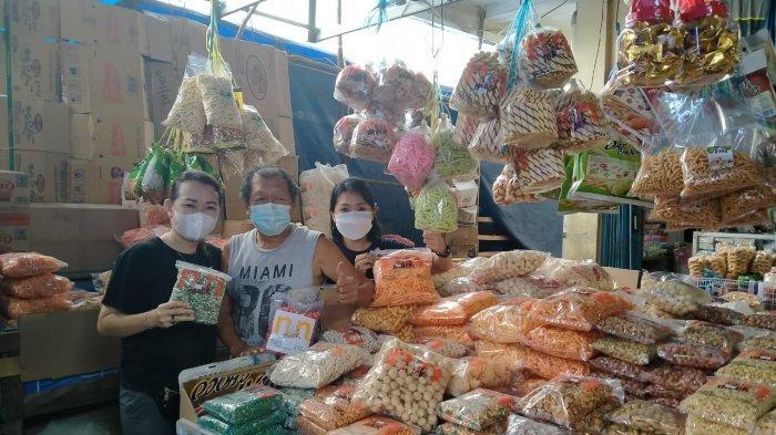Anggota Dewan Ini Tak Malu Jualan di Pasar, Bahagia Rasakan Keceriaan Jelang Idul Fitri