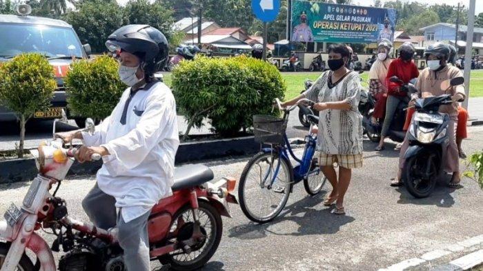 Nela Mengantre Pakai Sepeda Demi Beli Tulang Iga Seharga Rp50 Ribu
