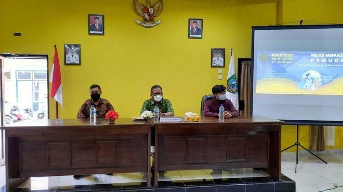 Suasana kelas menulis fiksi oleh Purna Paskibraka Indonesia Kabupaten Belitung Timur, Minggu (30/5/2021).