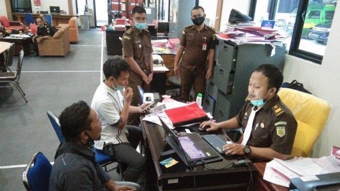 Penyidik KKP Serahkan Tersangka Kasus Ilegal Fishing ke Kejari Belitung