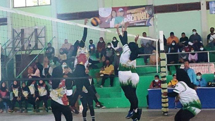Duel Sengit Voli Putri PJP Sungai Padang vs Pingkong City di Piala Gubernur, Ini Pemenangnya!