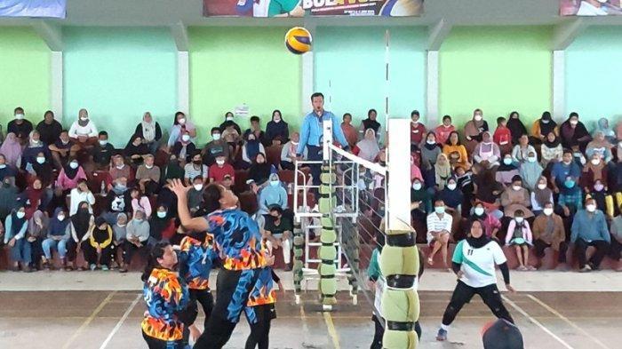 Basecamp Gunung Riting Putri Pastikan Diri Melaju Babak Final Kejuaraan Voli Piala Gubernur Babel