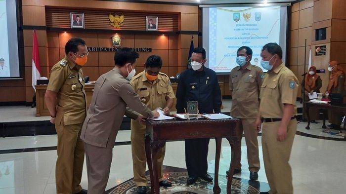 Penandatanganan MoU antara Kabupaten Belitung dan Belitung Timur di ruang Rapat Bupati Belitung, Selasa (8/6/2021)