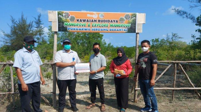 PT Timah Kucurkan Rp 20 Juta Bantu Gairahkan Wisata Pantai Serdang Belitung Timur