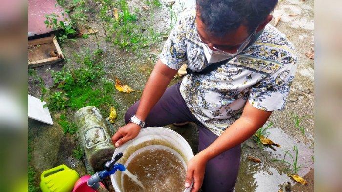 Air PDAM Belitung Keruh Berlumpur, Warga Perumnas Aik Pelempang Jaya Terpaksa Beli Air