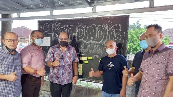 Kajari dan Wali Kota Pangkalpinang Orang Pertama Tempelkan Sticky Note Kopi Dinding